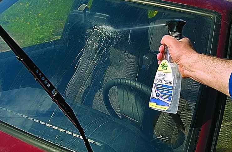Видео как убрать царапины на стекле автомобиля своими руками